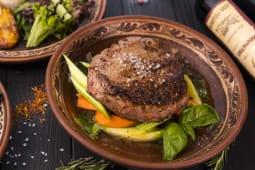 Стейк Особуко з телятини з овочами (400г)