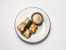 Спрінг-рол креветка-авокадо з соусом лайм-чилі