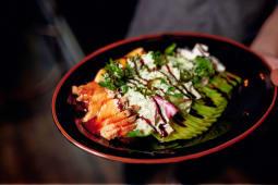 Фірмовий салат з курчам гриль (270г)