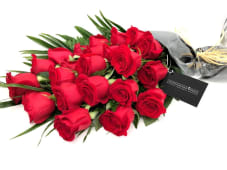 Ramo de 21 rosas rojas variado