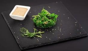 Салат Чука з горіховим соусом (125г)