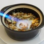 #24 Kuba crujiente de pollo y marisco con huevo de pita pinta