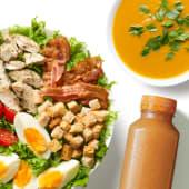 Zestaw Sałatka Cezar z zupą i sokiem
