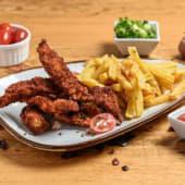Tiras de pollo con patatas fritas