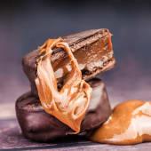 Alfajor argentino de chocolate con dulce de leche
