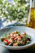 Salata od hobotnice s ljubičastim lukom i cherry rajčicama