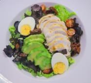 Salada de Frango, Tomate Seco e Abacate.