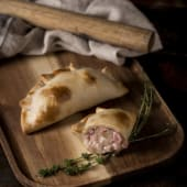 Empanada de jamón natural ecológico y queso mozarella
