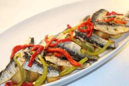 Sardinha em Filetes Braseada com Batata e Salada