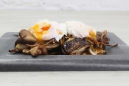 Salteado de setas silvestres con huevo frito crujiente