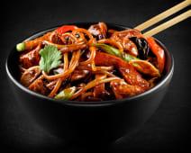 Noodles la wok cu pui