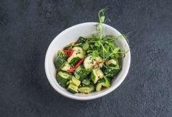 Салат з битих огірків