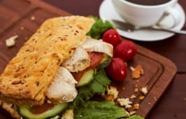 Сэндвич злаковый с курицей (1 шт.)