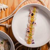 Sashimi di branzino con salsa di maracuja