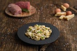 Tortellini tradizionali di carne cu crema de parmezan reggiano maturat