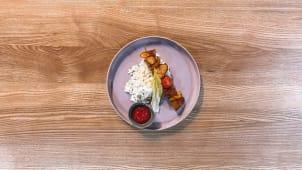 Курячий шашличок з рисом і томатним соусом (150г)