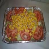 Ensalada De Lechuga, Tomate, Atún Y Maíz