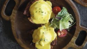 Яйця Бенедикт з беконом і голландським соусом (250г)
