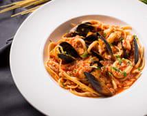Паста з морепродуктами в томатному соусі (330г)
