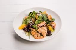 Теплый салат с морепродуктами и апельсином