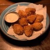 Курячі нагетси з сирним соусом (180/30г)