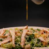 Ensalada Caesar Con Pechuga De Pollo Grillada