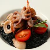 Різото з морепродуктами та чорнилами каракатиці (300г)