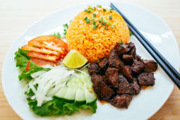 Bœuf lòc làc et riz sauté