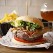 Cheeseburger + Patatas Fritas + Bebida