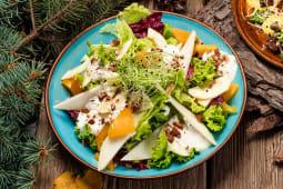 Салат з грушею, сиром дор-блю та мигдалем (250г)