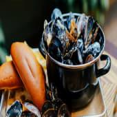 Казанок мідій у соусі Дор Блю з теплим хлібом (350г)