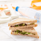 Sandwich atún y vegetales