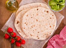 Piadina arrotolata con Pollo, Rucola, Pomodorini e Crema di Formaggio