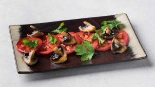 Салат из томатов и грибов 150г.