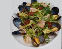 Теплий салат з морепродуктами (330г)