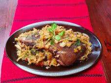 Ciolan de porc, nedesfăcut, cu varză călită