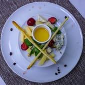 Плато благородних сирів з горіхами і медом (120/100г)