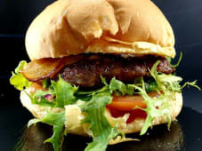 Hambúrguer Queijo Azul e JB