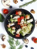 Салат зі слабосоленою сьомгою (200г)