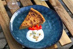 Цибулево-сирний пиріг