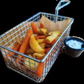 Ración De Patatas Y Boniato Frito Con Veganesa