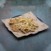 Nachos con queso y cebolla crispy