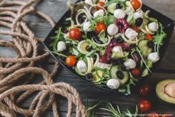 Salată cu mozarella