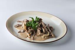 Бефстроганов из вырезки мраморной говядины с грибами