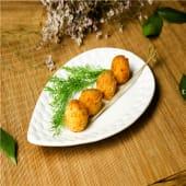 Bolita de carne de gambón picado frito