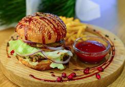 Чізбургер з картоплею фрі (200/100/40г)