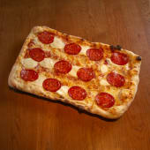 Pepperoni flaltbread pizza