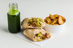 Vegan kebs klasyczny + ziemniaczki + lemoniada