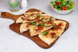 Focaccia pomodori datterini con basilico fresco
