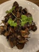 Ciuperci brune la cuptor cu cimbru și usturoi